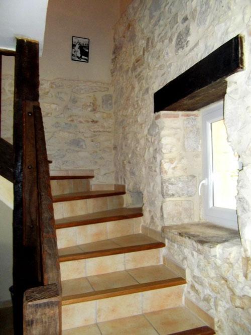L'escalier et sa rampe en bois