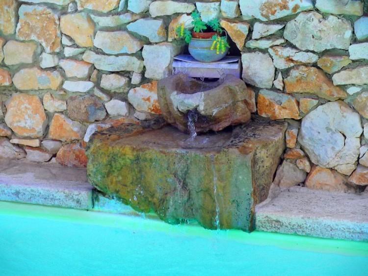 La fontaine de la piscine location de g tes avec piscine for Fontaine de piscine