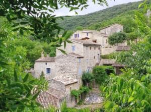 bas du village de Tharaux