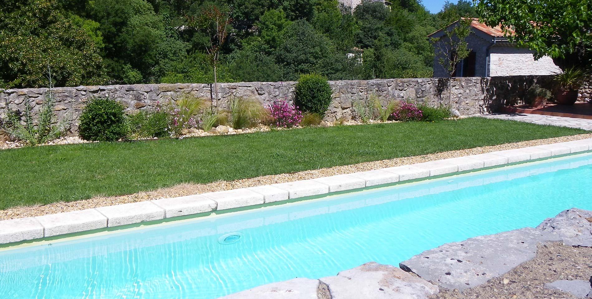 Location de g tes avec piscine gorges de la c ze ard che for Ardeche gites piscine